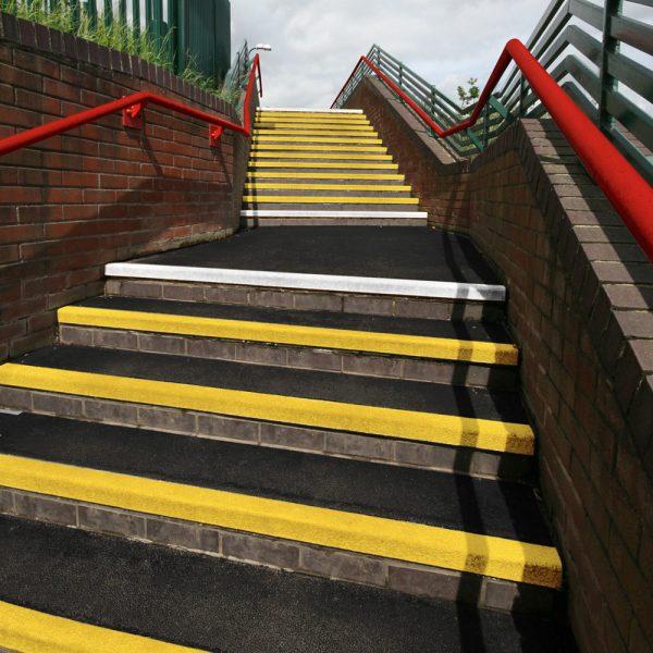 4321 placi de atentionare pentru trepte anti alunecare coba Placi de atentionare pentru trepte anti-alunecare | COBA Grip - Unilift