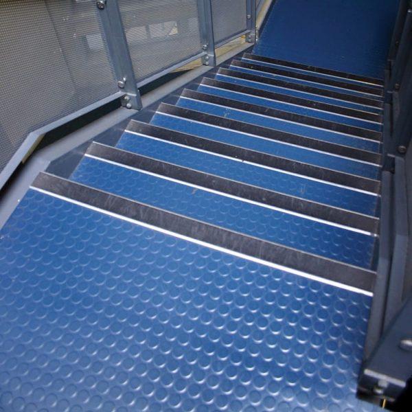 4355 placi pentru pardoseala sau trepte studded tile coba Placa anti-alunecare din cauciuc pentru pardoseala sau trepte| Studded Tile | COBA - Unilift