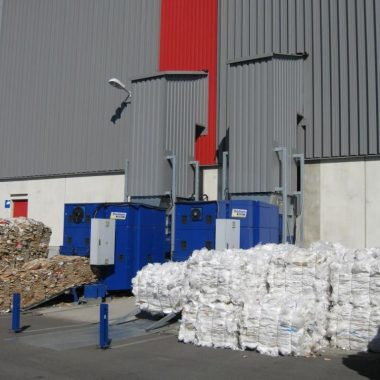 Presa compactoare automata industriala pentru materiale reciclabile BaleTainer   Strautmann
