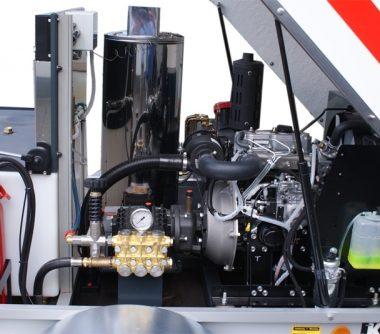 Curatitor cu presiune cu apa calda/rece Oertzen Powertrailer 330