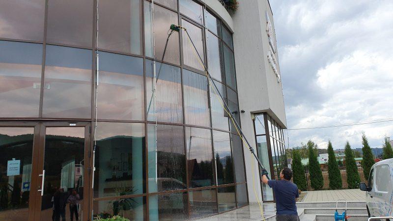 20190925 155025 scaled Kit curatare geamuri la inatime 6 m | Hydropower Ultra LC GLA | Unger - Unilift Kit curatare geamuri