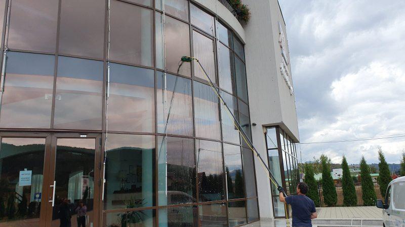 20190925 155028 scaled Kit curatare geamuri la inatime 6 m | Hydropower Ultra LC GLA | Unger - Unilift Kit curatare geamuri