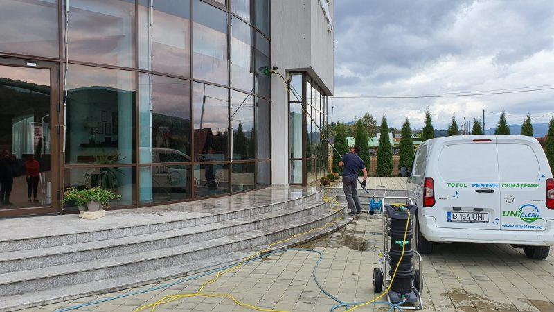 20190925 155412 scaled Kit curatare geamuri la inatime 6 m | Hydropower Ultra LC GLA | Unger - Unilift Kit curatare geamuri