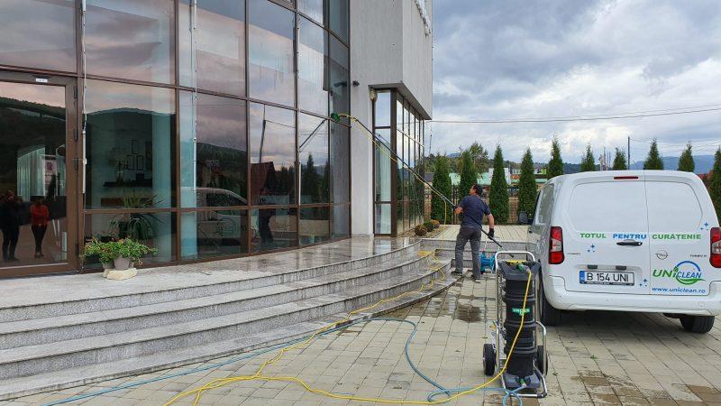 20190925 155417 scaled Kit curatare geamuri la inatime 6 m | Hydropower Ultra LC GLA | Unger - Unilift Kit curatare geamuri