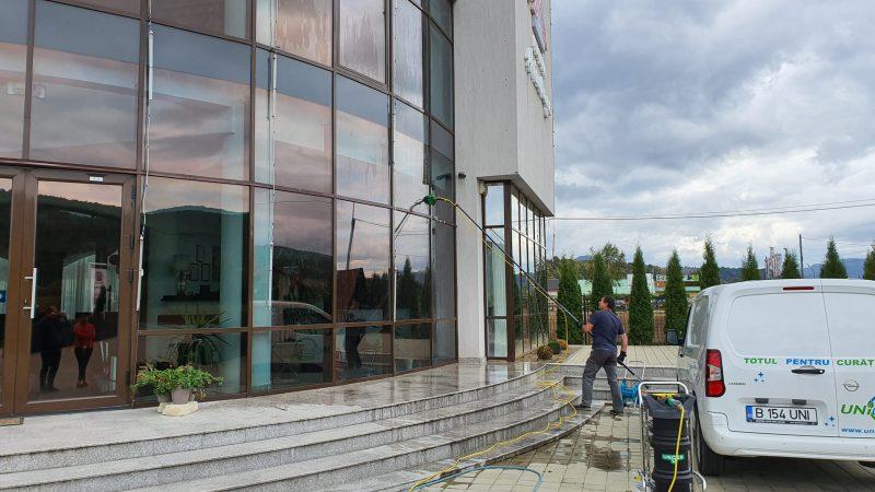 20190925 155422 scaled Kit curatare geamuri la inatime 6 m | Hydropower Ultra LC GLA | Unger - Unilift Kit curatare geamuri