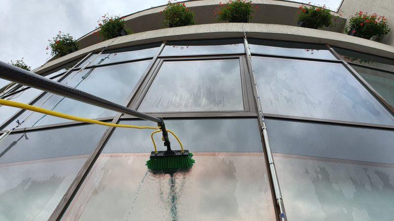 20190925 155818 scaled Kit curatare geamuri la inatime 6 m | Hydropower Ultra LC GLA | Unger - Unilift Kit curatare geamuri
