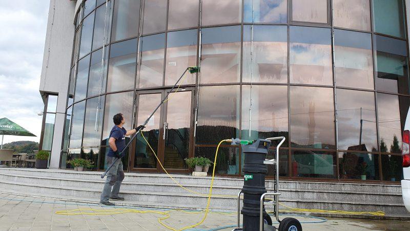 20190925 160005 scaled Kit curatare geamuri la inatime 6 m | Hydropower Ultra LC GLA | Unger - Unilift Kit curatare geamuri