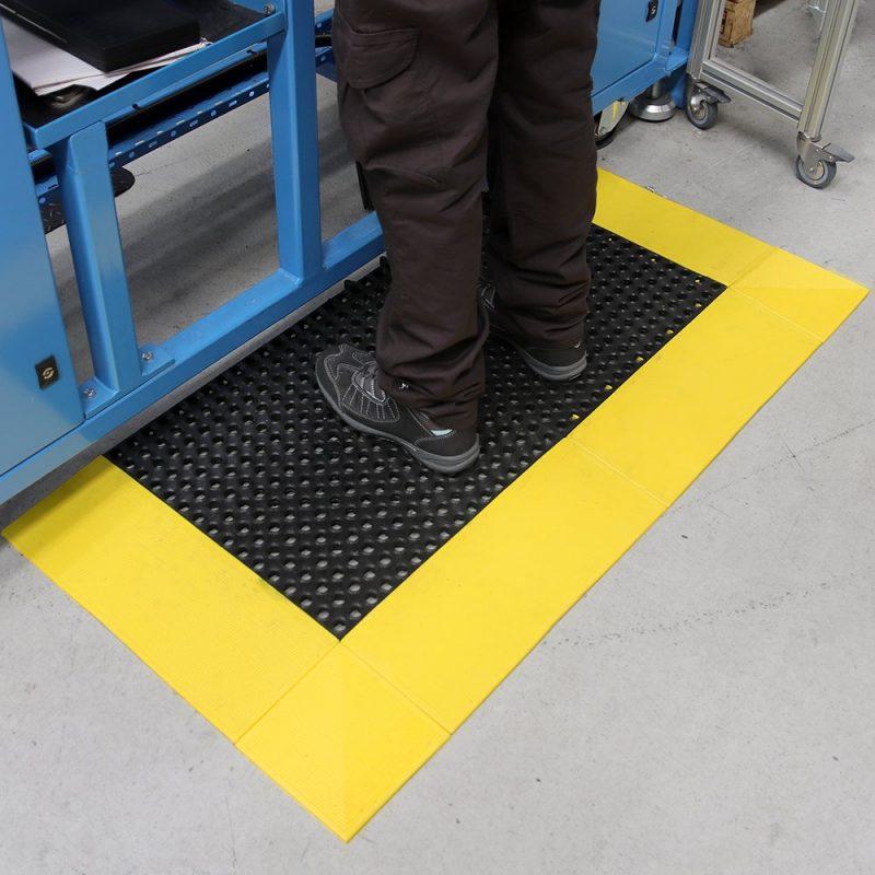 af tough deck workplace matting 2 Placi prin imbinare   Tough Deck   COBA - Unilift